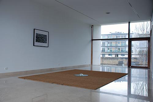 Pedro Tudela | 4 x 3, 2014 | Tapete, vidro e fotografia | Instalação no Mosteiro de Santa Clara-a-Velha