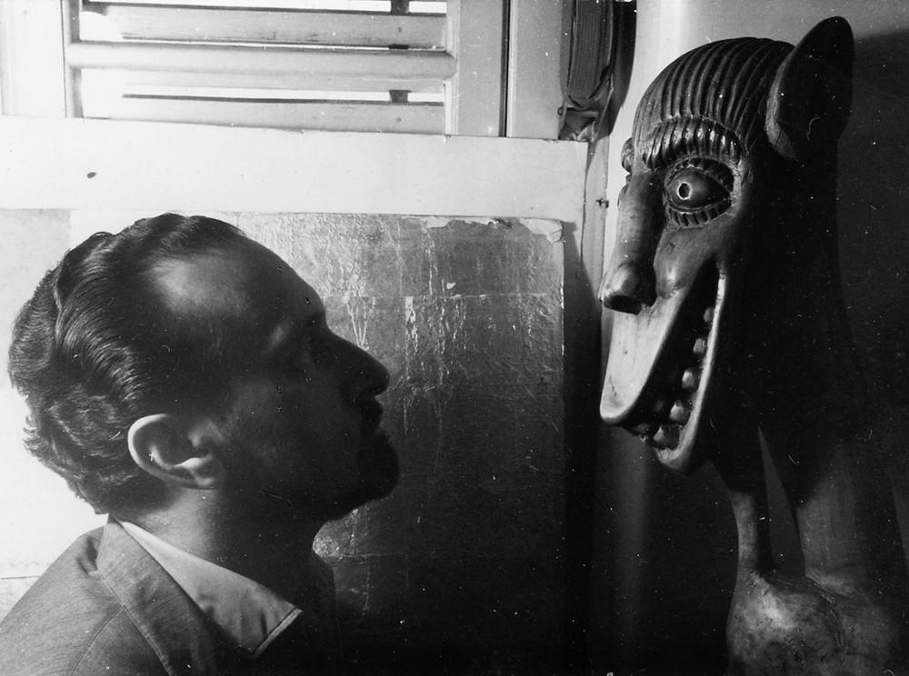 Ernesto de Sousa [Com Escultura de Franklin Circa 1964]'